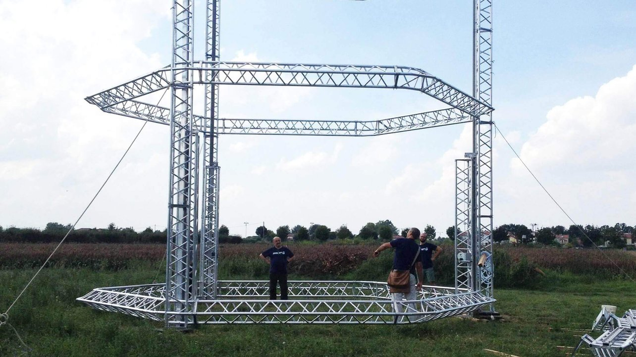 Featured image of Biggest 3D Delta Printer Ever: 12 Meters High, Prints Houses