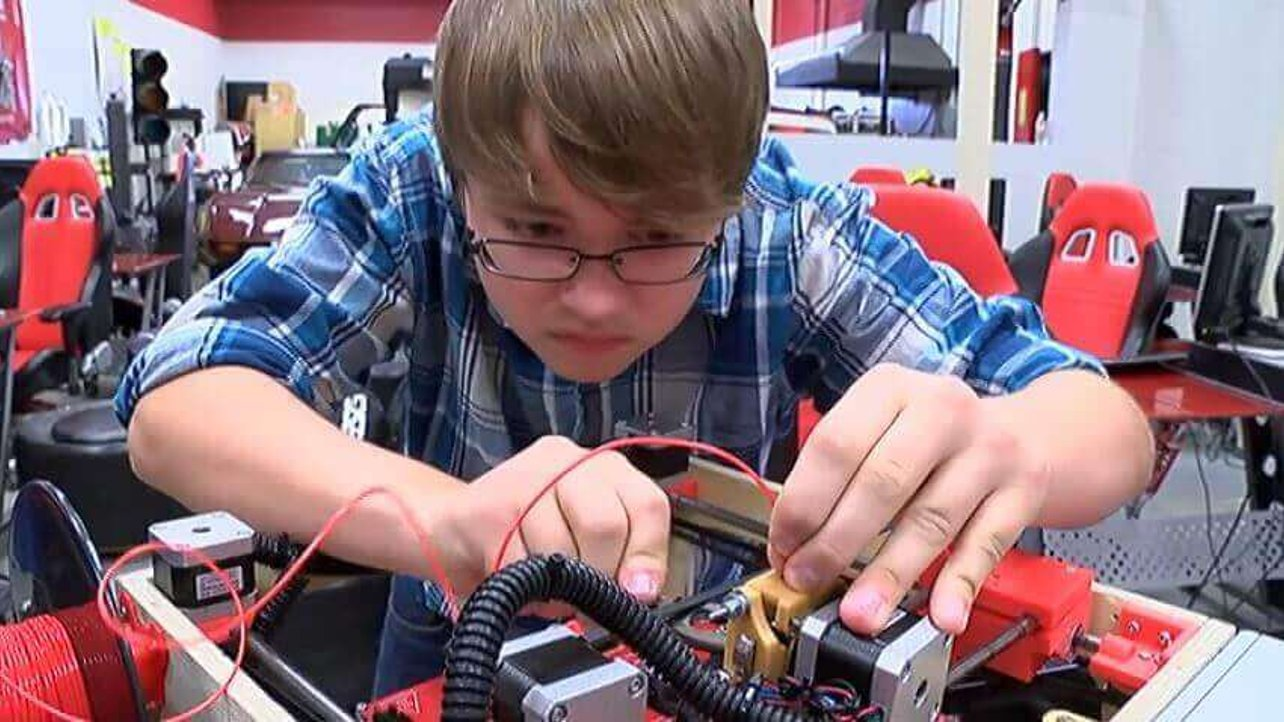 Featured image of 14 Year Old Seth Folsom Building 3D Printers in Class