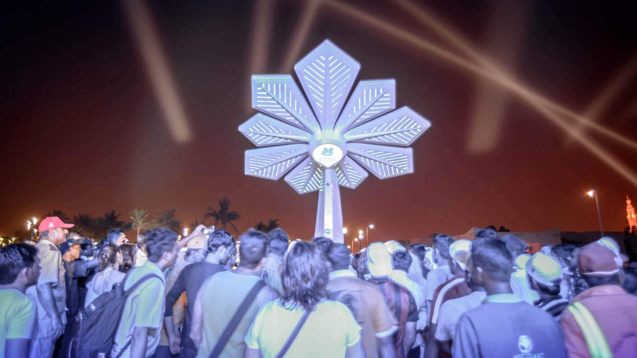 Featured image of Smart Palm: 3D Printed Palm Trees that Collect Solar Power