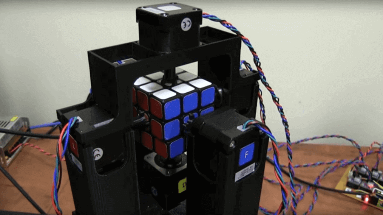 Featured image of 3D Printed Robot Solves a Rubik's Cube in Under Two Seconds