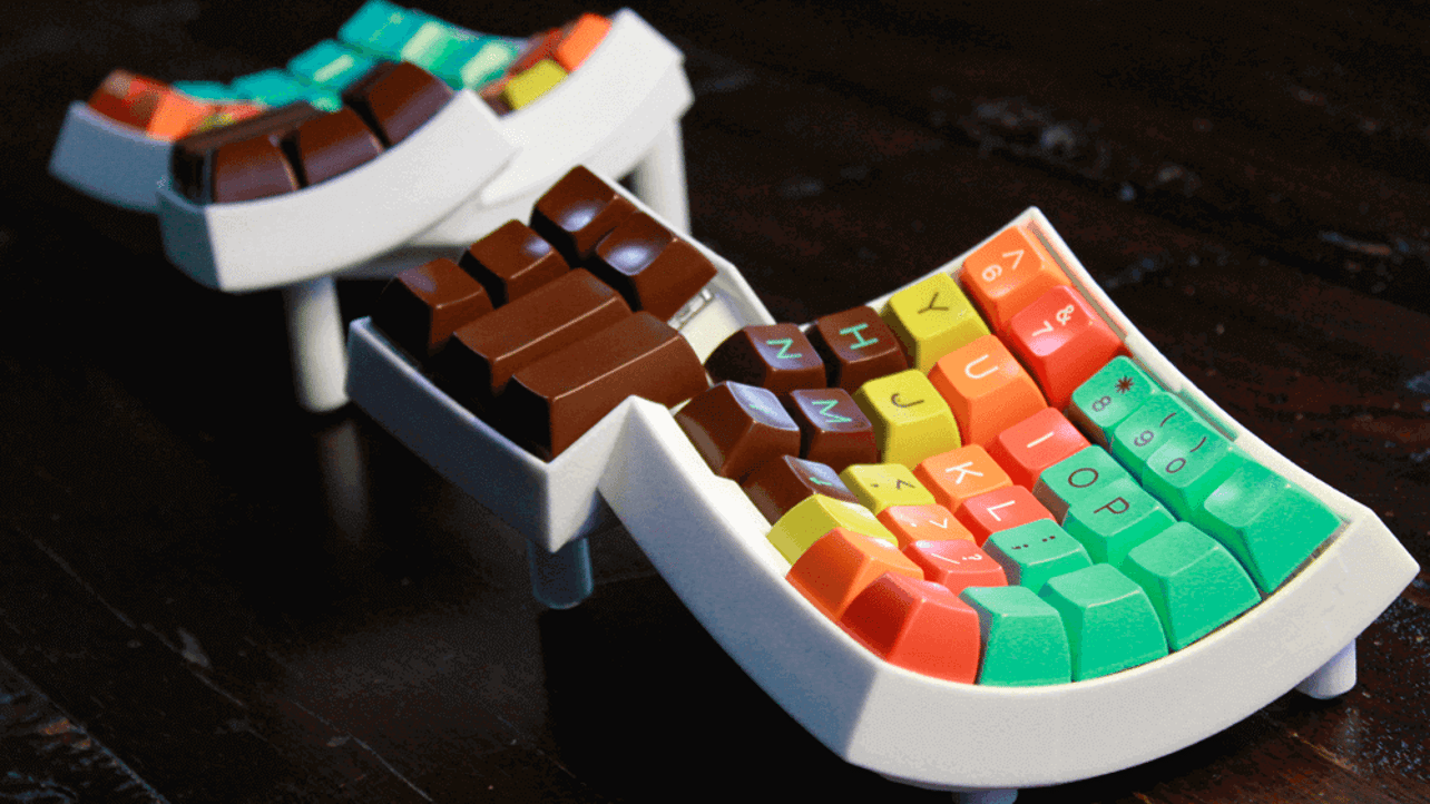 Featured image of Funky 3D Printed Dactyl Keyboard is Kinda Handy