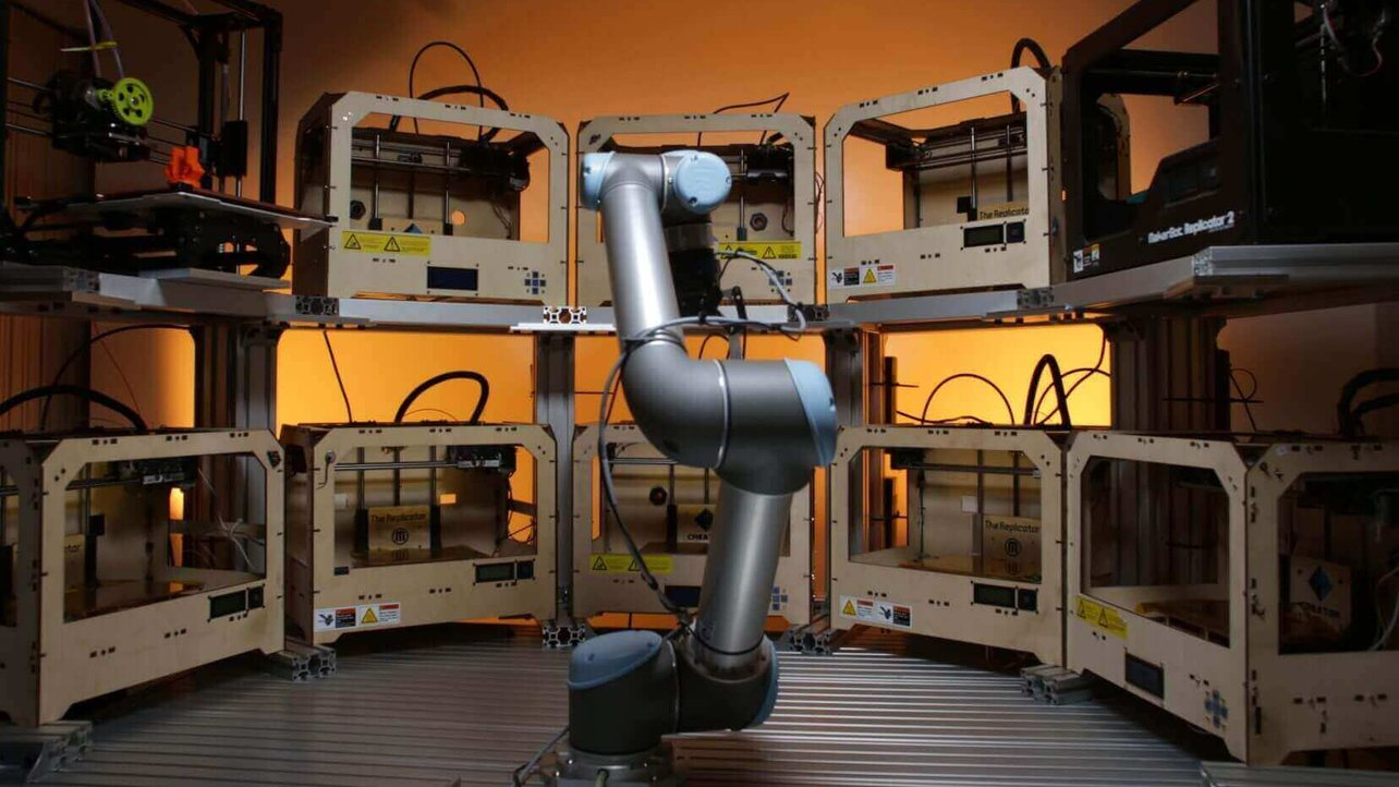 Featured image of Tend.ai Robotic Arm Tends to 3D Printing Farms