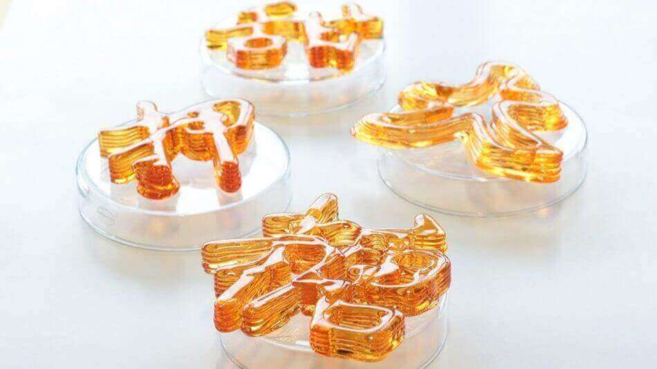 Featured image of The Sweetest 3D Printer Creates Beautiful Glass-Like Sculptures