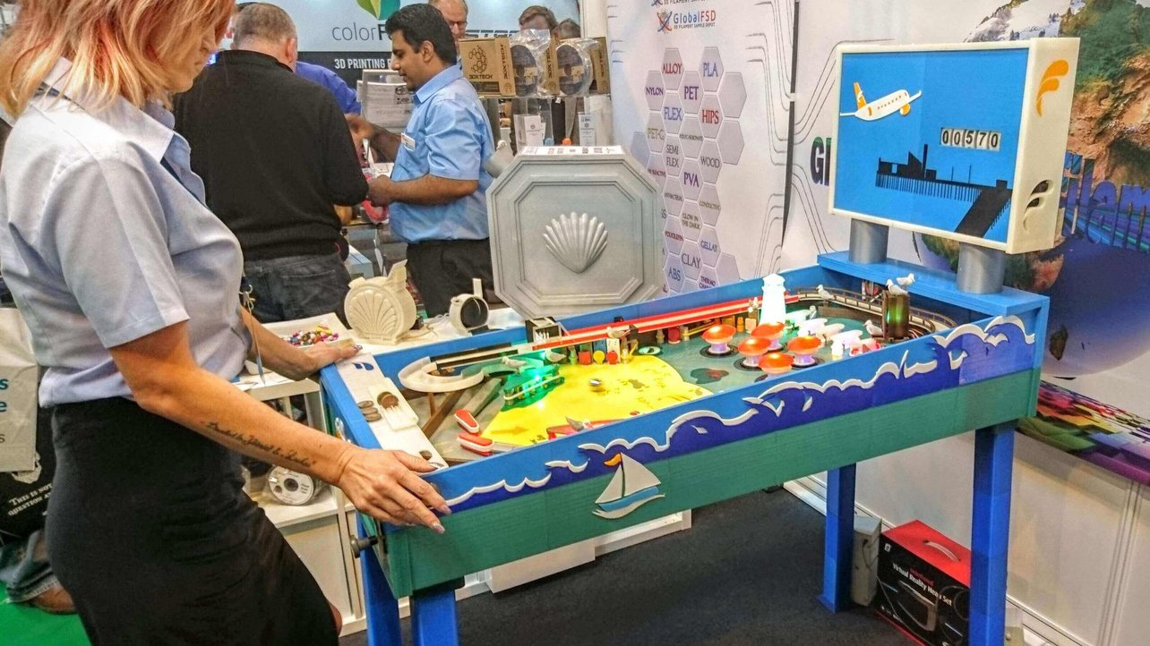 Featured image of This 3D Printed Pinball Machine is a Piece of Art