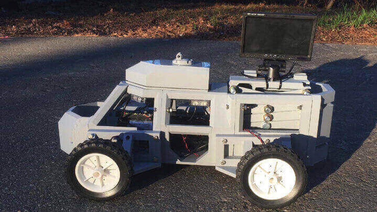 """Featured image of 3D Printed """"Sentinel"""" Robot Keeps Police and Civilians Safe in Traffic Stops"""