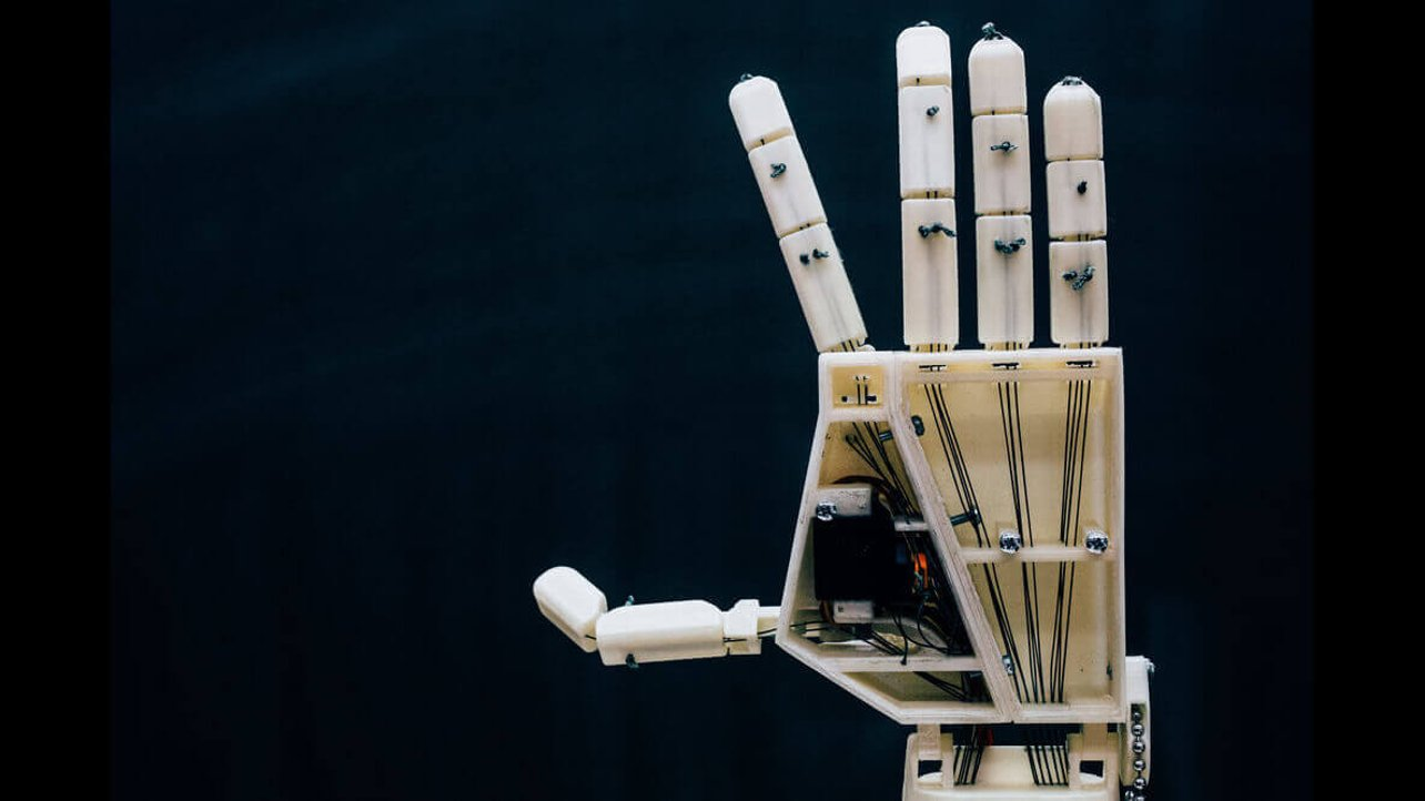 Featured image of Project Aslan is a 3D Printed Sign Language Robot
