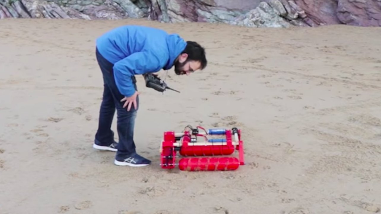 Featured image of YouTuber 3D Prints and Tests a Screw Drive RC Tank