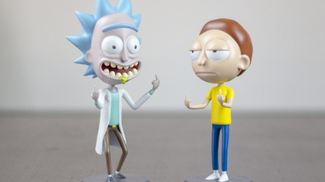 """Featured image of [Project] Get Schwifty with These 3D Printed """"Rick and Morty"""" Bobbleheads"""