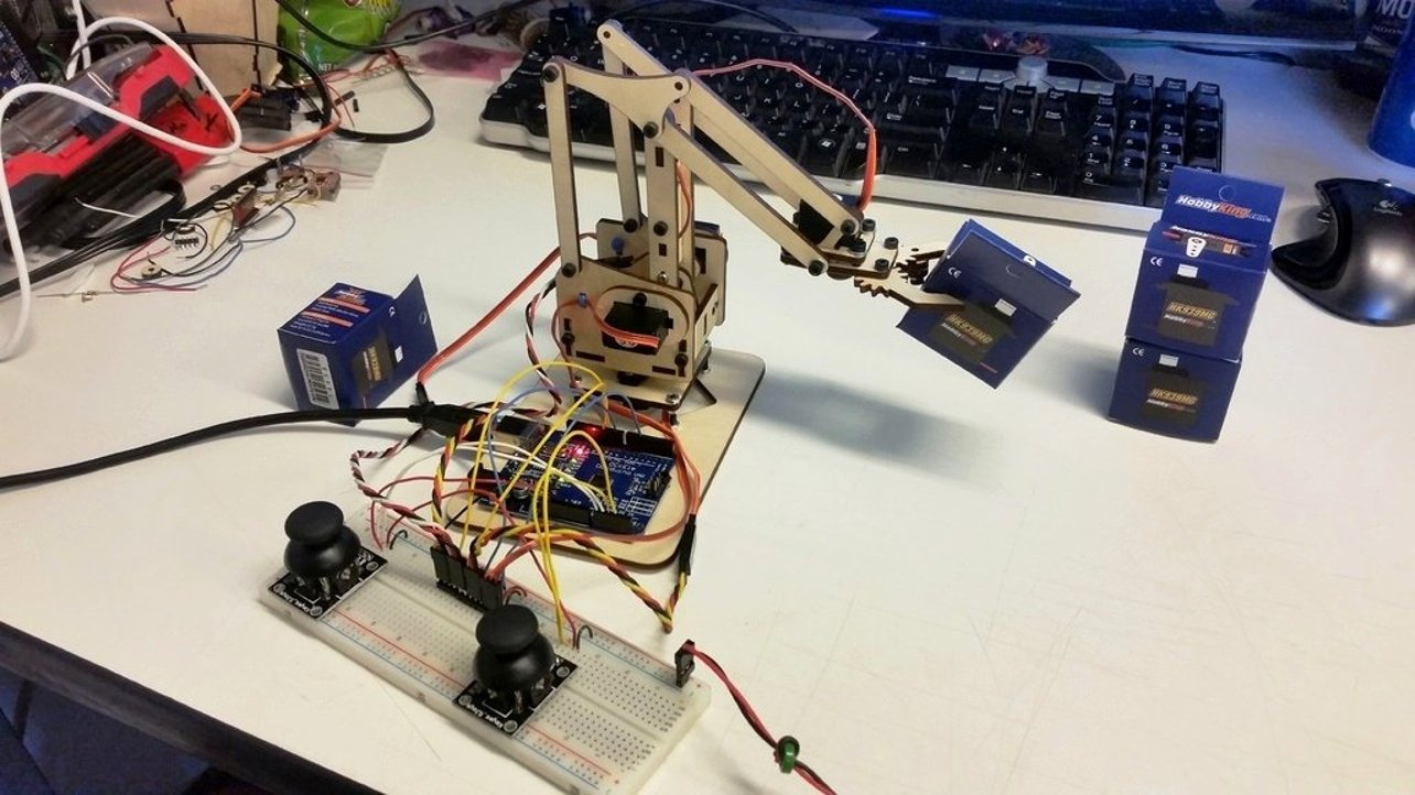 Featured image of Arduino Robot Arm – 5 Best Robot Arms For Your Arduino