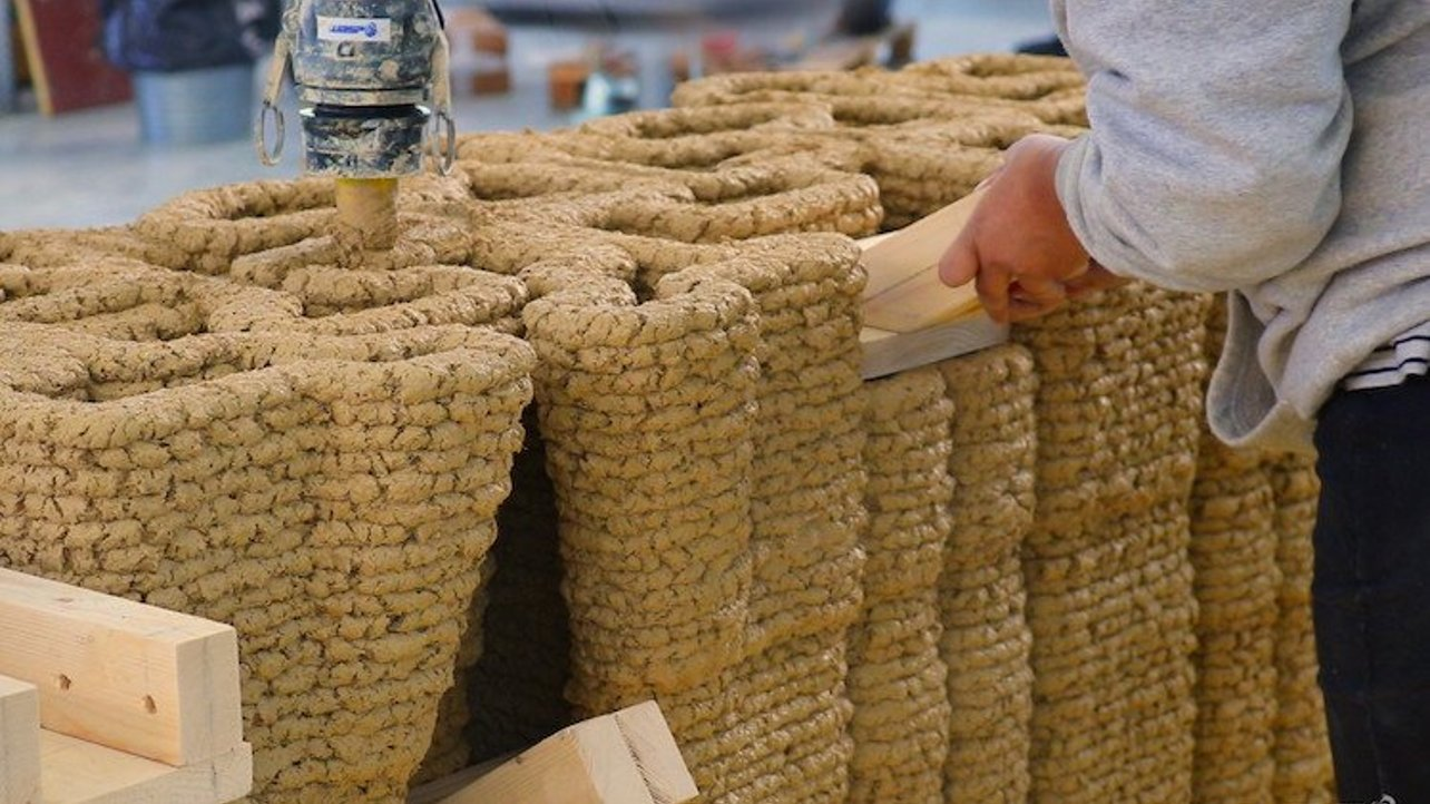 Featured image of WASP and IAAC Collaborate to 3D Print Load-Bearing Earthen Staircase