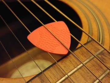 Imagen de Objetos 3D rápidos para imprimir en 3D en una hora: Púa para guitarra