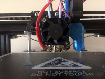 This DIY dual extruder has two independant nozzles for printing