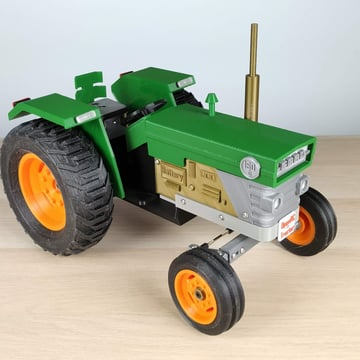 A nice and detailed tractor in color.
