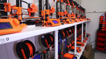A quick look at Prusa Research's 3D print farm