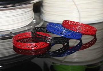 Wydrukuj te bransoletki w różnych kolorach, aby uzyskać maksymalny efekt