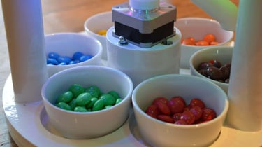 Featured image of Candy Sorting Machine made with Arduino and 3D Printing