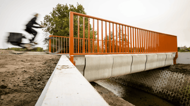 Featured image of World's First 3D Printed Bicycle Bridge Opens in the Netherlands
