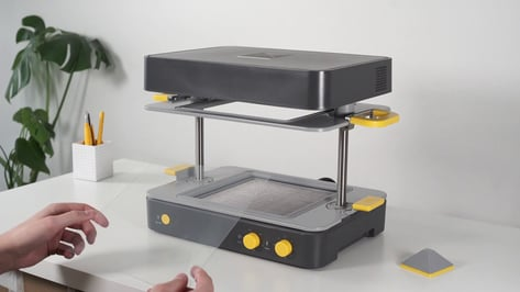 Featured image of Mayku Formbox Vacuum Former:Review the Specs