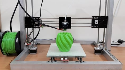 Featured image of How to Build a 3D Printer: From a Kit or from Scratch