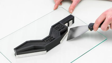 Featured image of How to Remove 3D Prints from the Bed: The Safest Ways