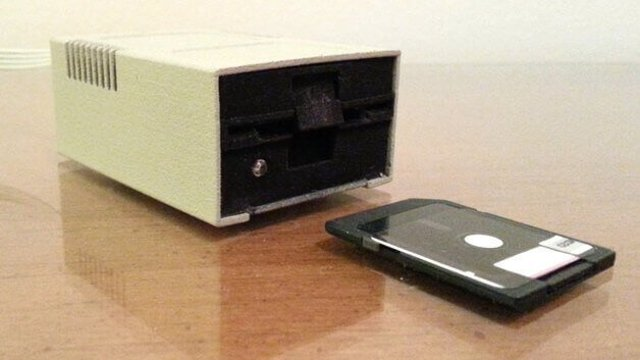 Featured image of Apple Disk II SD Card Reader Case
