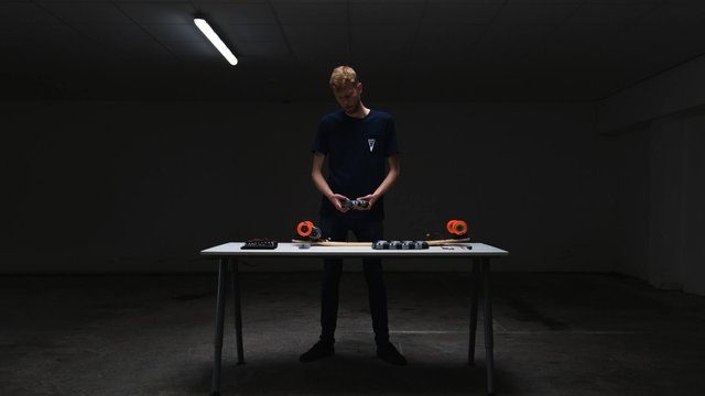 Featured image of 3D Hubs Intern Creates 3D Printed Electric Skateboard to Ease His Daily Commute