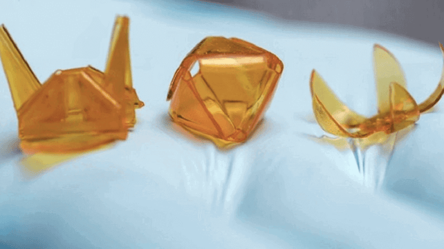 Featured image of 3D Origami Made with Light-Sensitive Polymers and a Projector