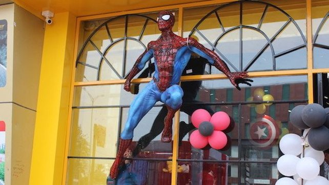 Featured image of Check Out This Larger Than Life-Sized Spiderman Model