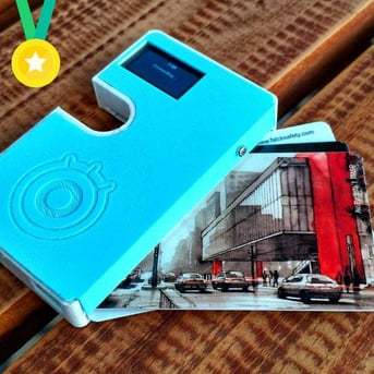 This electronic wallet packs a lot of functions into a slim profile.