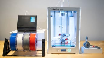 The Ultimaker 3 Extended working with the Palette 2 Pro.