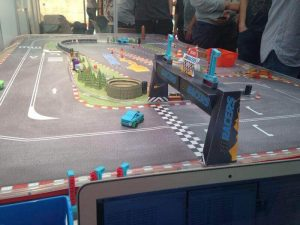 The cars interact with the racetrack via Bluetooth (image: 3D Racers/MakerFaire)