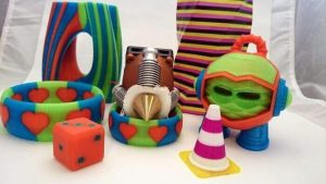 The diamond nozzle and some multicolor 3d prints that were done with its help (source: kickstarter)