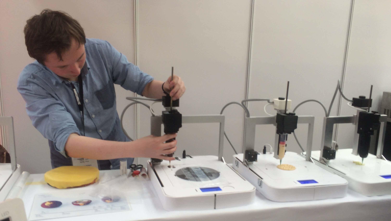 Focus 3D Printer Makes Food, Bowl, Plates & Cutlery | All3DP