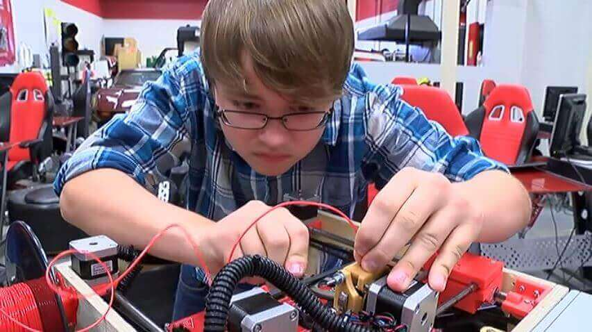 14 Year Old Seth Folsom Building 3D Printers in Class | All3DP