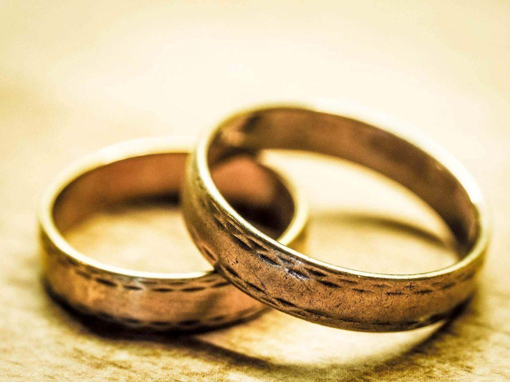 wedding-rings-949106_1920