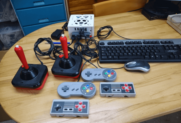 Image of RetroPie Case: RetroPi Gaming Station (Raspberry Pi Retro Gaming Case)