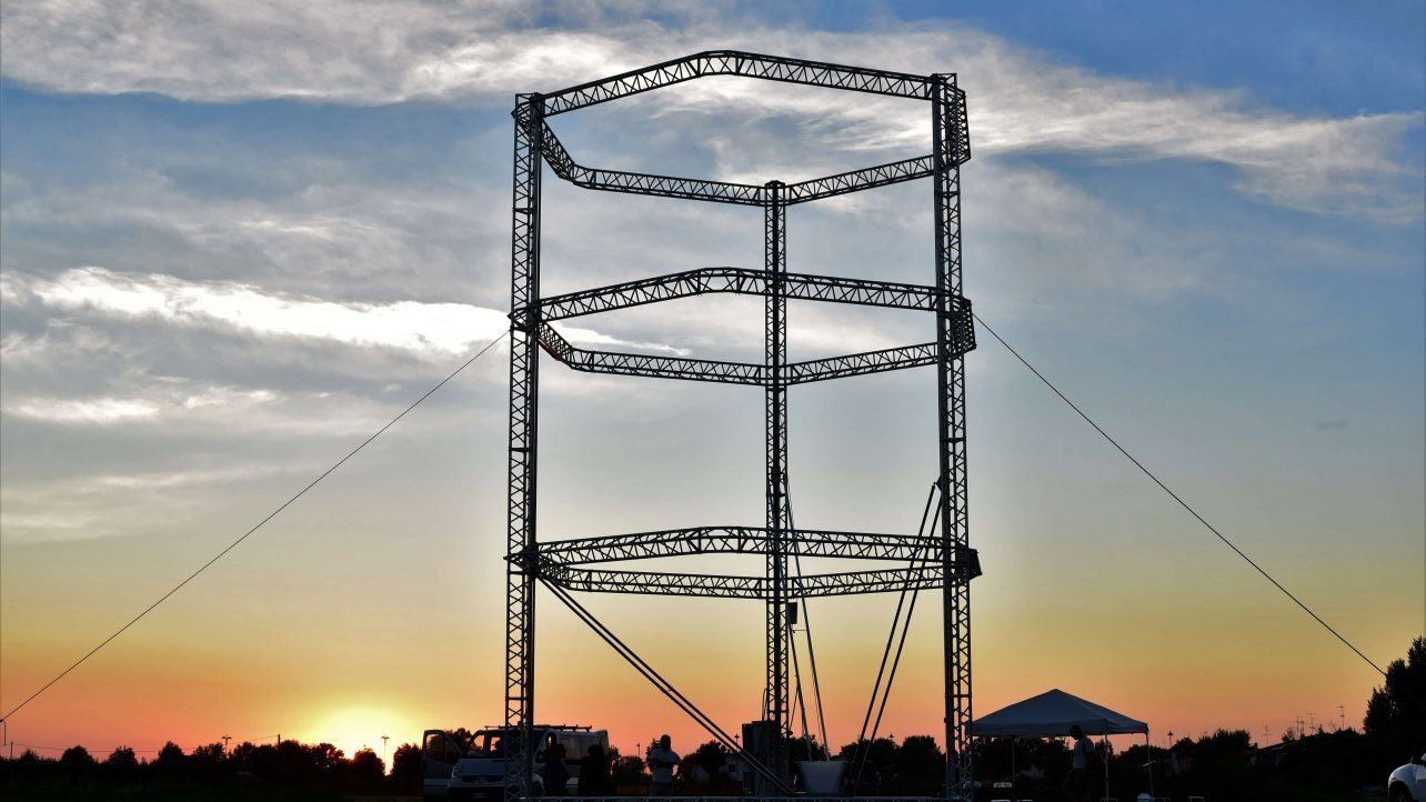 Featured image of World's Biggest Delta 3D Printer Builds Eco-Friendly Village