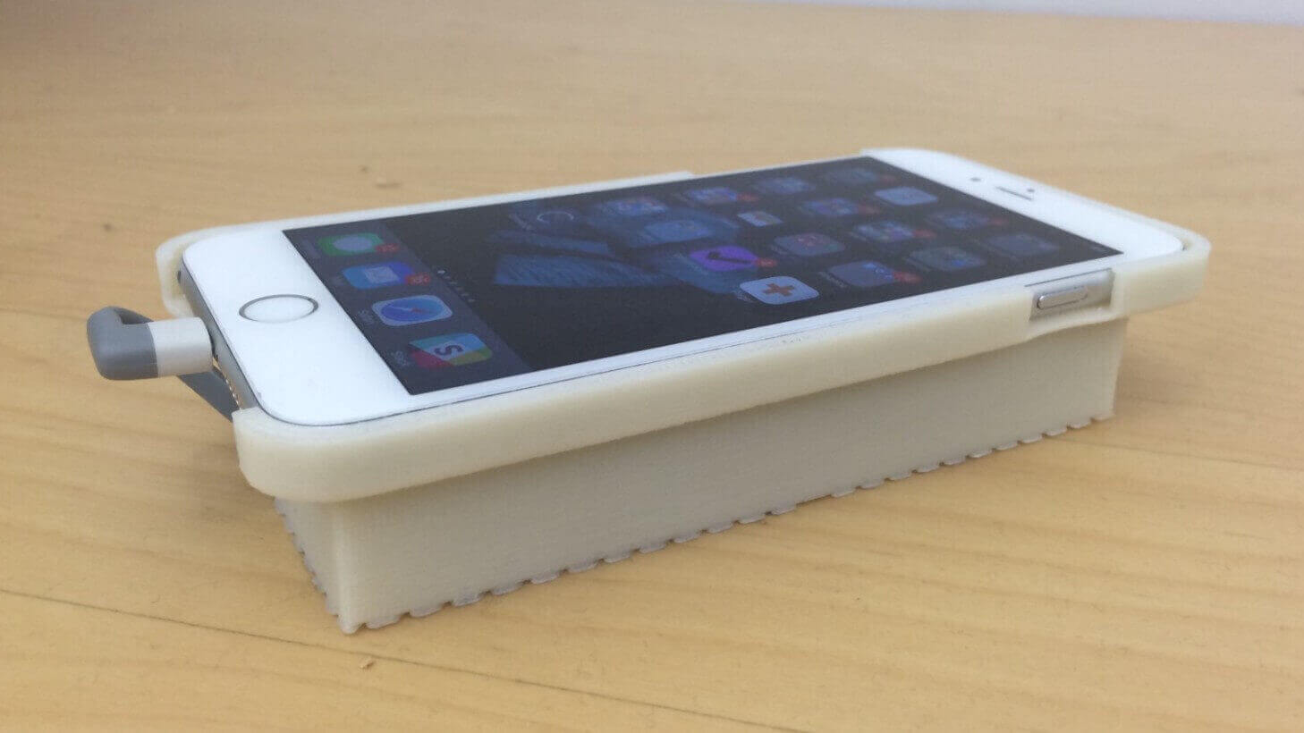 3D Printed Case to Run Android on the iPhone | All3DP