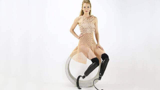 Paralympics: Athlete Dances with Robot in 3D Printed Dress | All3DP