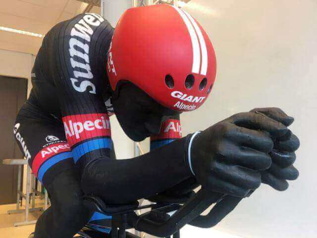 A life-sized mannequin of Team Giant-Alpecin's time trial cyclist Tom Dumoulin wearing a specially designed skinsuit developed by scientists at Delft University of Technology (TU Delft), is pictured in Delft, the Netherlands, October 4, 2016. Image: REUTERS/Jim Drury