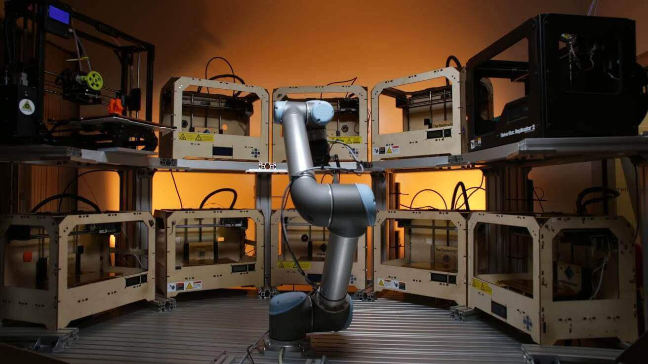 Tend.ai Raise $2 Million for Robotic Arm that Operates Multiple 3D Printers | All3DP