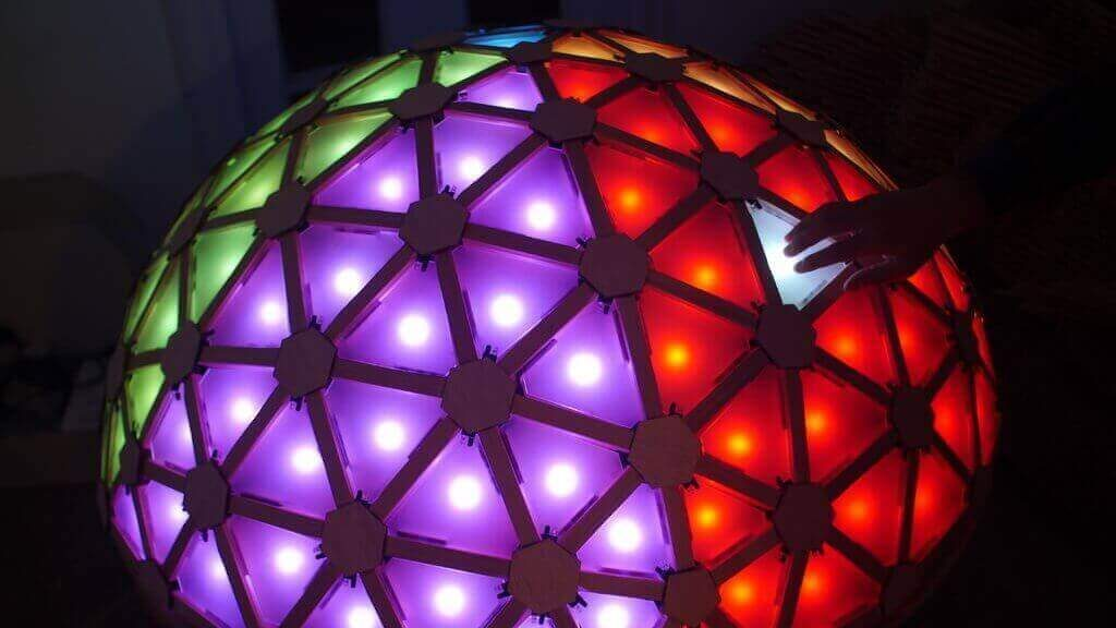 Featured image of This Interactive Geodesic LED Dome is Crazy Hypnotic