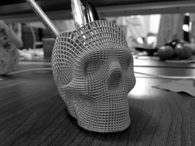 Image of 3D Printing Ideas – 40 Easy Home Decor Things to 3D Print: Wireframe Skull Pencil Holder