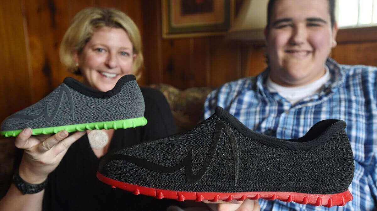 World's Tallest Teen Gets 3D Printed Size 28 Shoes From Feetz | All3DP