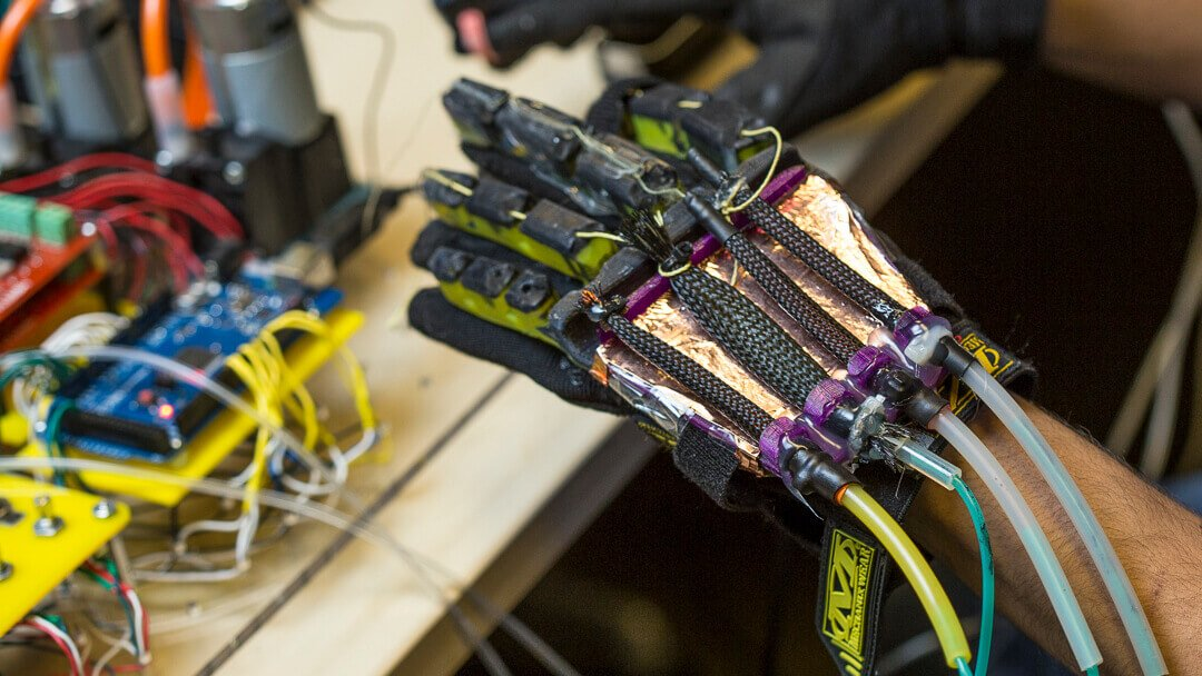 Haptic VR Glove made from Soft Robotics and 3D Printing | All3DP