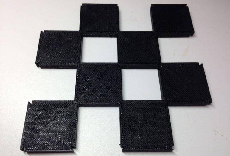 Image of 3D Printed Chess Set: Extensible Chess Board