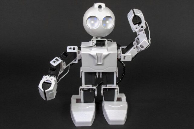 Featured image of 15 Fantastic DIY Robot Kits for Kids and their Parents