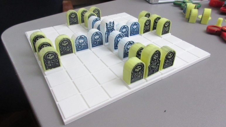 Image of DIY Board Games You Can Make with a 3D Printer: Thrones and Bones