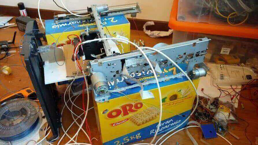 Italian Student Builds a €10 3D Printer from Old Inkjet Printers and 3D Scanner | All3DP