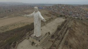 Featured image of 3D Scanning the Statue of Christ of the Pacific Using a Drone